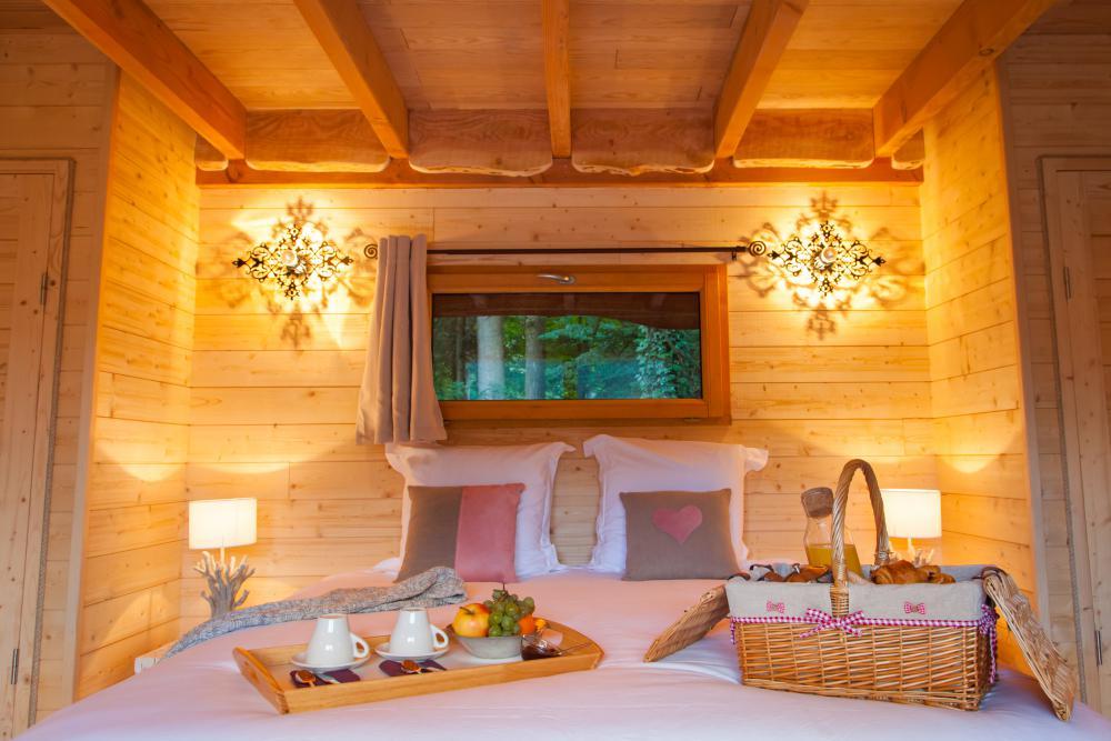 cabane dans les arbres familial les lodges de babylone location cabane insolite. Black Bedroom Furniture Sets. Home Design Ideas