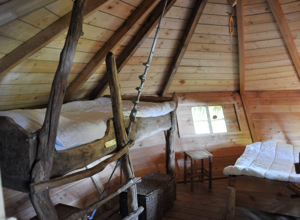 cabane dans les arbres cabane du pecheur le parc de la belle location cabane insolite. Black Bedroom Furniture Sets. Home Design Ideas