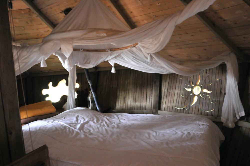 cabane dans les arbres cabane des robinsons le parc de la belle location cabane insolite. Black Bedroom Furniture Sets. Home Design Ideas