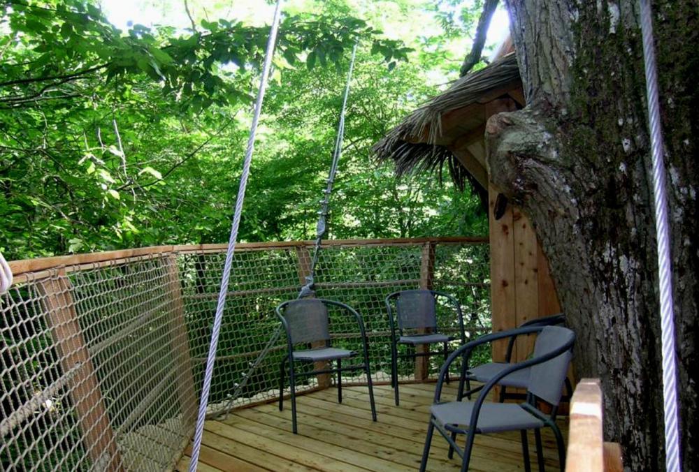 domaine ch teau de courtalain location cabane insolite. Black Bedroom Furniture Sets. Home Design Ideas