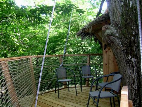 louer une cabane dormir dans les arbres. Black Bedroom Furniture Sets. Home Design Ideas