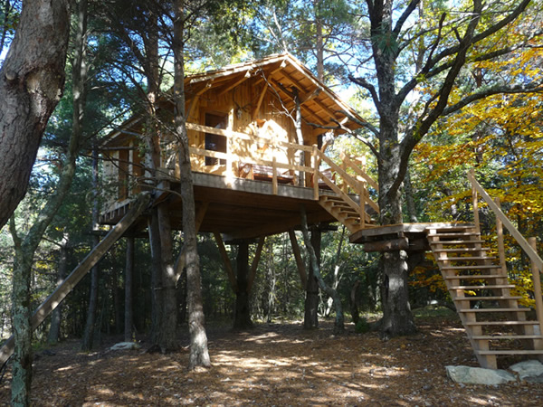 cabane dans les arbres cabane de haute provence les roustourons location cabane insolite. Black Bedroom Furniture Sets. Home Design Ideas